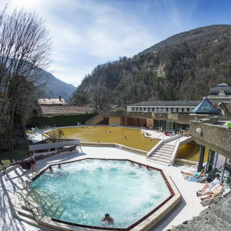 jacuzzi extérieur piscine thermale des Grands Bains de Salins